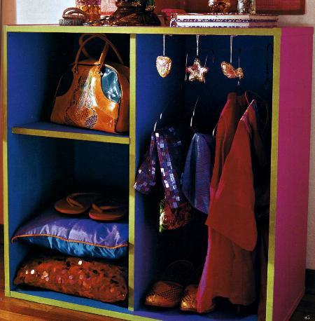 Bricolage fai da te per decorare un armadietto multicolore