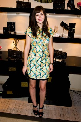 Leighton Meester incantevole al Roger Vivier Cocktail Party con un minidress J. Mendel