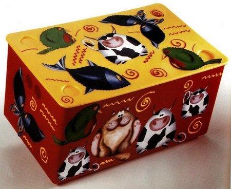 Decora in decoupage una divertente scatola in legno