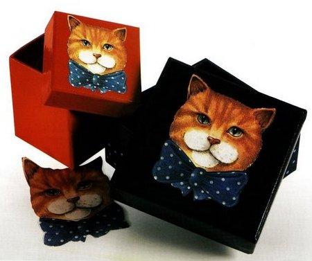 Decora in decoupage delle scatole con dei simpatici gattini