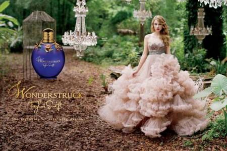 Taylor Swift in Christian Siriano per l'adv del suo profumo 'Wonderstruck'
