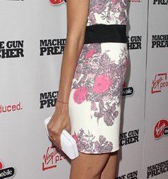 Zoe Saldana ama le scarpe fucsia, moda del momento! Ovviamente firmate Brian Atwood