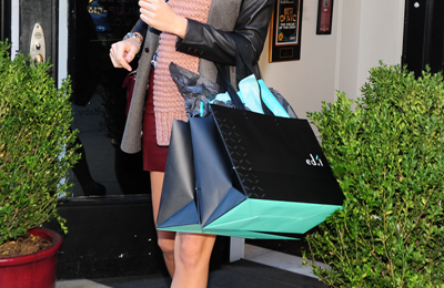Blake Lively fa shopping indossando accessori Stella McCartney e splendidi sandali Fendi