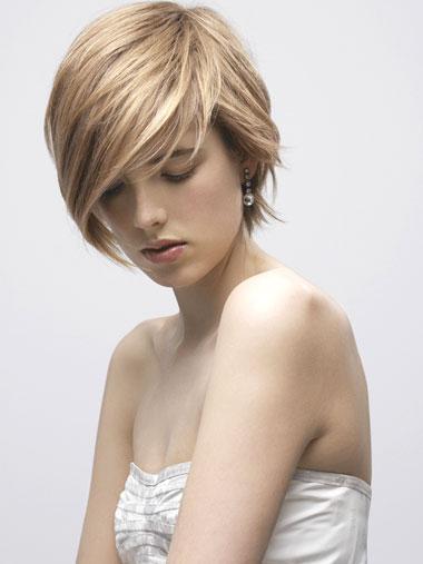 I capelli corti possono essere davvero femminili e seducenti, per una donna con una grande personalità!
