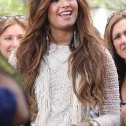 La deliziosa Demi Lovato con abito Isabel Marant e pumps Christian Louboutin