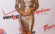 Eva Longoria in stile Ferrero rocher con un abito Alice + Olivia