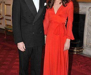 Kate Middleton stupisce in un abito rosso fuoco Beulah London, un look da diva!