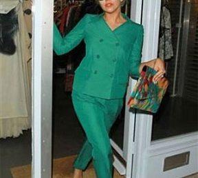"""Lady Gaga sceglie Moschino e il """"verde speranza"""". Look promosso!"""
