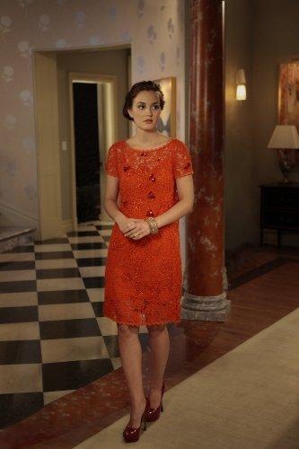 Leighton Meester con un abito in pizzo di Blumarine su Gossip Girl 5