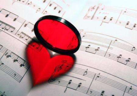 """""""Ti penso sempre"""" e altre dolci canzoni da dedicare al partner"""