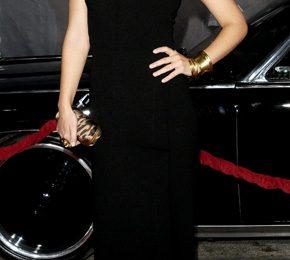 Olivia Wilde in abito da sera con accessori Alexander McQueen e Christian Louboutin