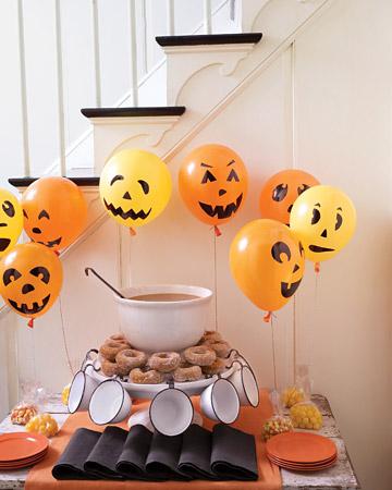 Palloncini-zucca per decorare la casa ad Halloween: un lavoretto creativo per i vostri bambini!