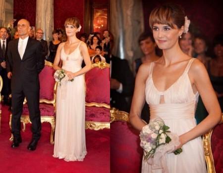 Paola Cortellesi, una bella sposina in Alberta Ferretti