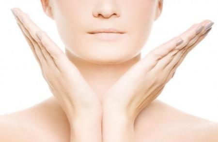 Contro la pelle secca del viso, l'olio di cocco è un vero portento!