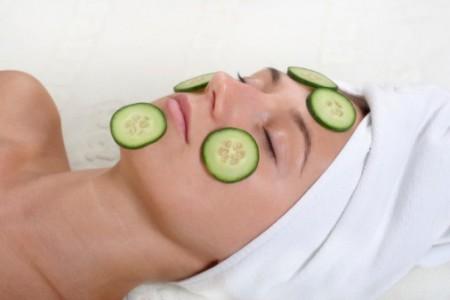 Per ottenere una pelle del viso rinata provate questa maschera al cetriolo!