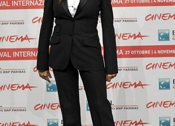 Penelope Cruz con tailleur Dolce & Gabbana per il photocall di 'Venuto al Mondo' a Roma