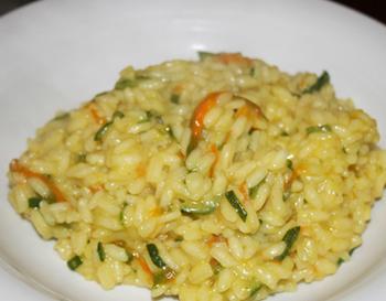 Cucinare con i fiori: per la vostra tavola la ricetta del risotto con i fiori di zucca