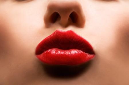 Come e quando indossare il rossetto rosso, il must della stagione!