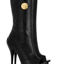 Stivali in pelle nera con punta peep-toe di Versace, un nuovo must?