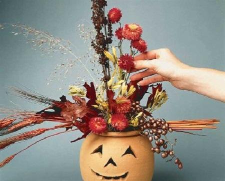 Per Halloween 2011 trasforma una zucca in un vaso di fiori: ecco come fare!