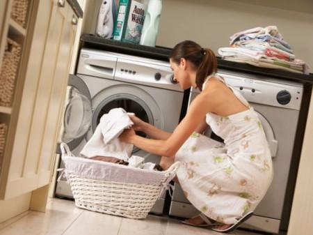 Per eliminare germi e batteri dal bucato è necessario fare la lavatrice almeno a 60°