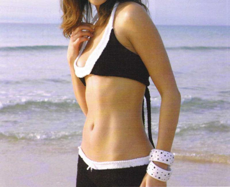 Crea con i lavori a maglia un bikini bianco e nero