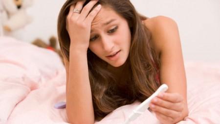 L'idea di una gravidanza indesiderata terrorizza le teenagers, ma fanno poco per evitarla