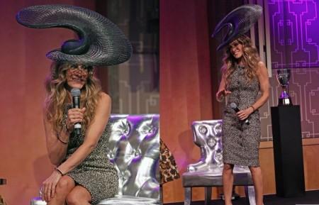 Sarah Jessica Parker in Chanel e con maxi cappello Philip Treacy
