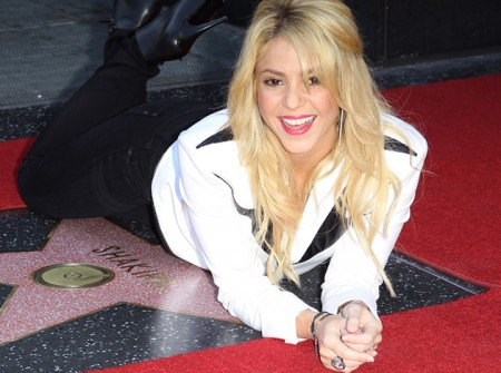 Brilla la stella di Shakira, ora è nella Walk of Fame di Hollywood