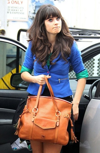 Zooey Deschanel con un blazer Zara, il low cost piace anche ai vip