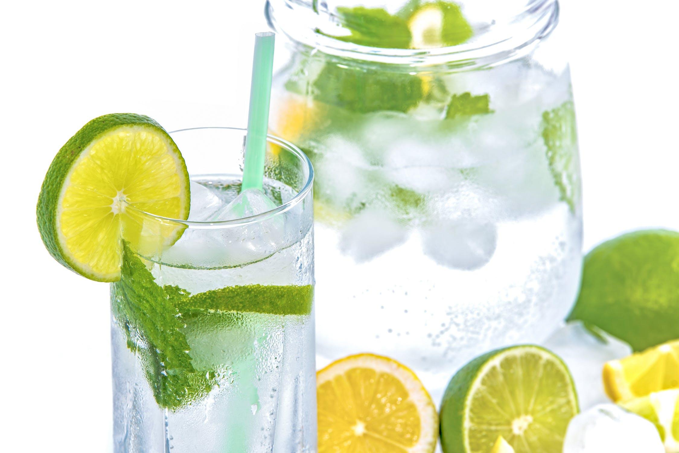 alimenti brucia grassi, acqua detox per dimagrire