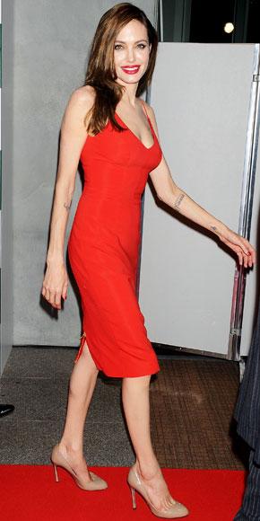 """Angelina Jolie veste Atelier Versace per la premiere di """"Moneyball"""""""