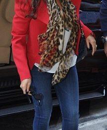 Beyonce Knowles con un favoloso foulard animalier di Alexander McQueen