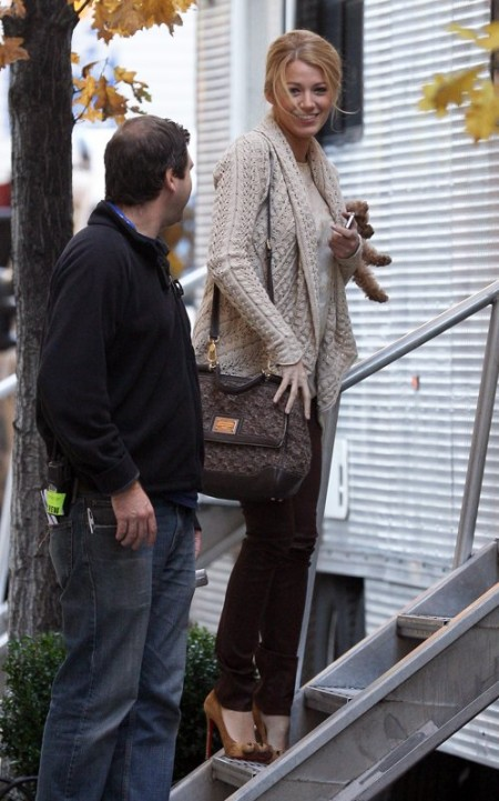 """Blake Lively con handbag """"Miss Sicily"""" e le pumps """"Alex"""" di Louboutin a zampa di leone!"""