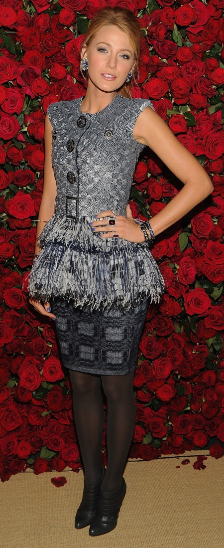 Blake Lively abbina lo stile di Chanel Couture con ankle boot glam di Christian Louboutin