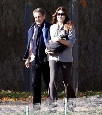 Carla Bruni e Nicolas Sarkozy con Giulia