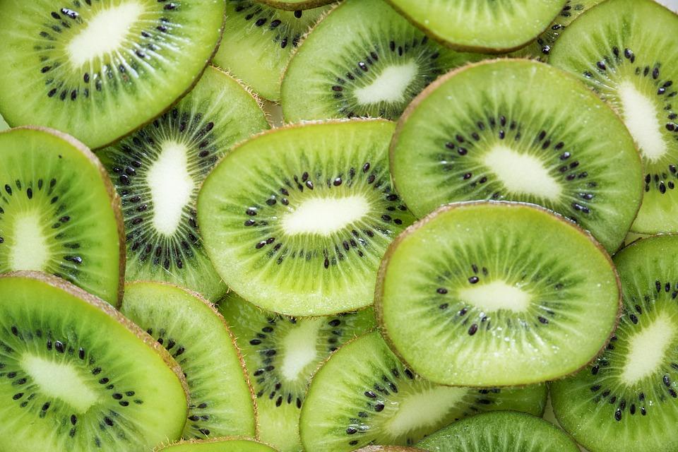 cibi brucia grassi, i kiwi