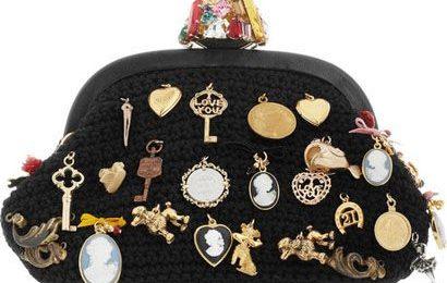 La borsetta con mille charms di Dolce & Gabbana