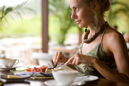 Il segreto per perdere peso? Mangiare lentamente