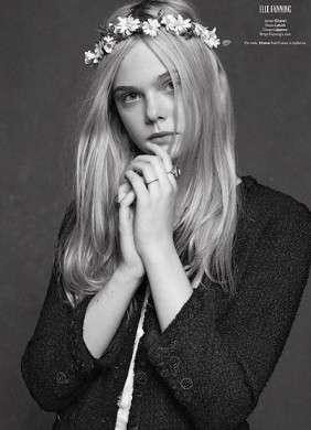 Una giacca per cinque donne, ma solo se è l'iconica Chanel Tweed Bouclé jacket