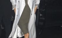 Altro look di Eva Longoria, altro paio di pumps Brian Atwood! Stavolta con un abito Vivienne Westwood