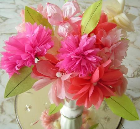 Decorazioni creative per la casa: come usare i fiori di carta per addobbarla