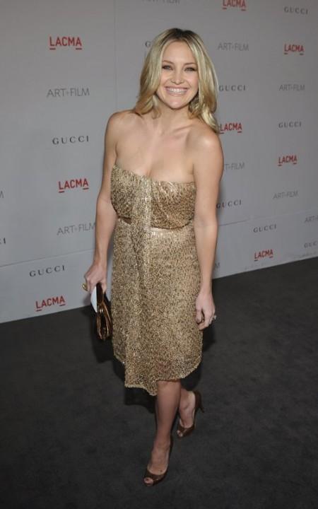 Una splendida e solare Kate Hudson veste Gucci con pumps Christian Louboutin
