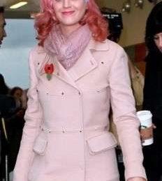 Katy Perry indossa un cappottino chic firmato Valentino, foto del look!