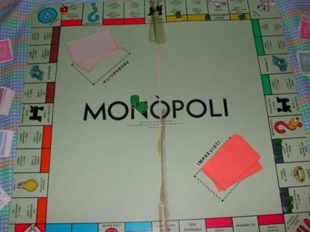 Realizziamo un Monopoli fai da te, per giocare con i bambini ad un classico gioco di società!