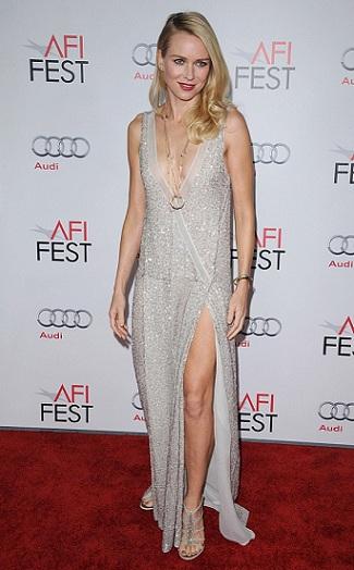 Sensuale e iperfemminile, ecco Naomi Watts in Stella McCartney. Non è stupenda?