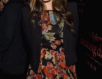 """Il look floreale low cost di Nikki Reed firmato Topshop per la premiere di """"Breaking Dawn – Part 1"""""""