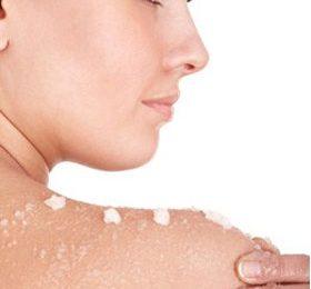 Avete problemi con la vostra pelle? Risulta secca? Provate questo scrub fai da te!
