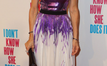 Sarah Jessica Parker abbina un abito Prabal Gurung con accessori Louboutin e Pierre Hardy