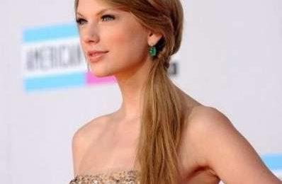 Ciglia finte lunghissime per Taylor Swift, un po' troppo?